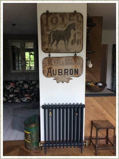 hotel sign french vintage horse