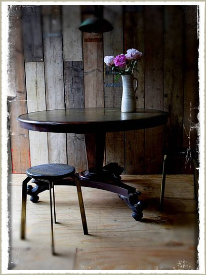 brass inlaid round dining table