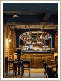 The+bar+at+The+Akeman+pub+and+restaurant+in+Tring,+Hertfordshire