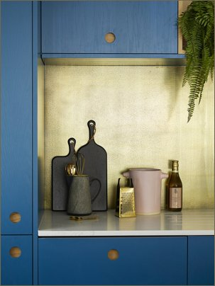 sophie naked kitchen brass splashback